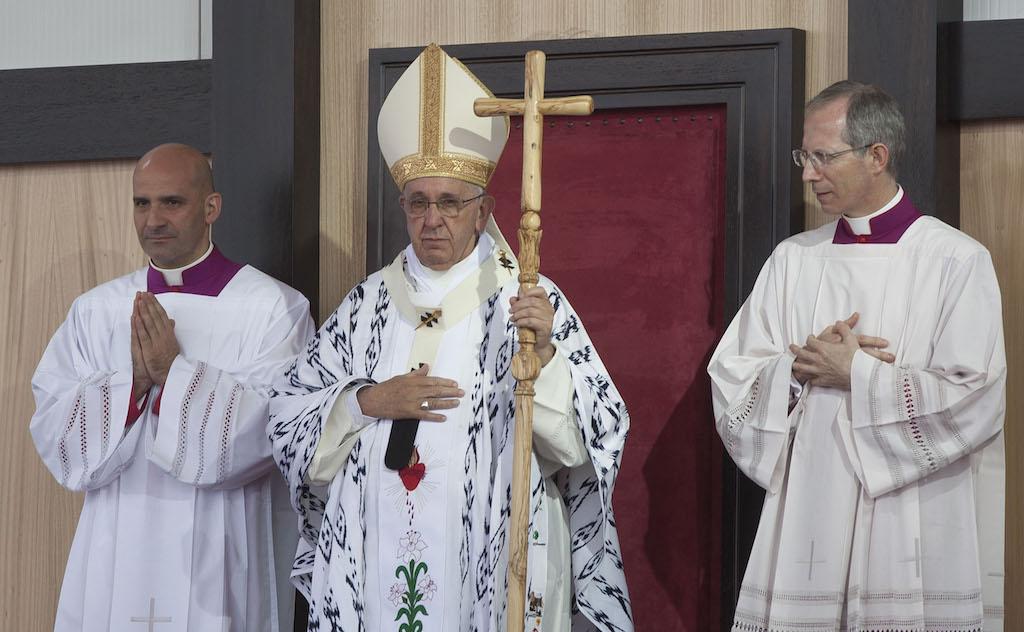 Papa Francesco accusato di