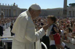 papa-francesco-5-anni-parroco-mondo