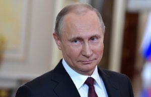 russia-governo-conte-spine-abbraccio-putin