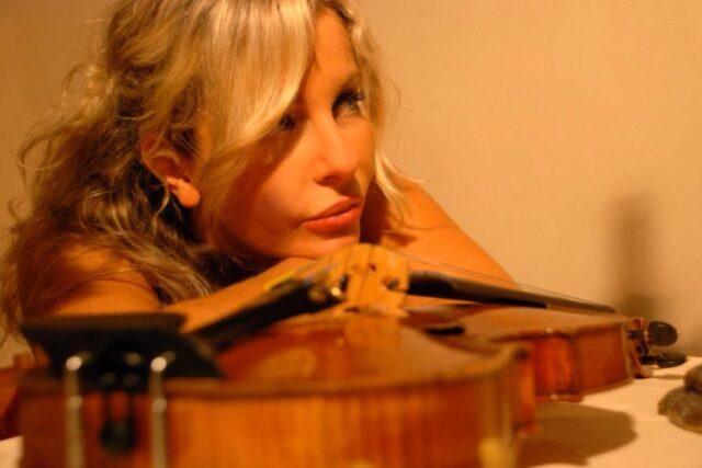 elisabetta-garetti-la-violinista-piacentina-salva-il-concerto-di-genova